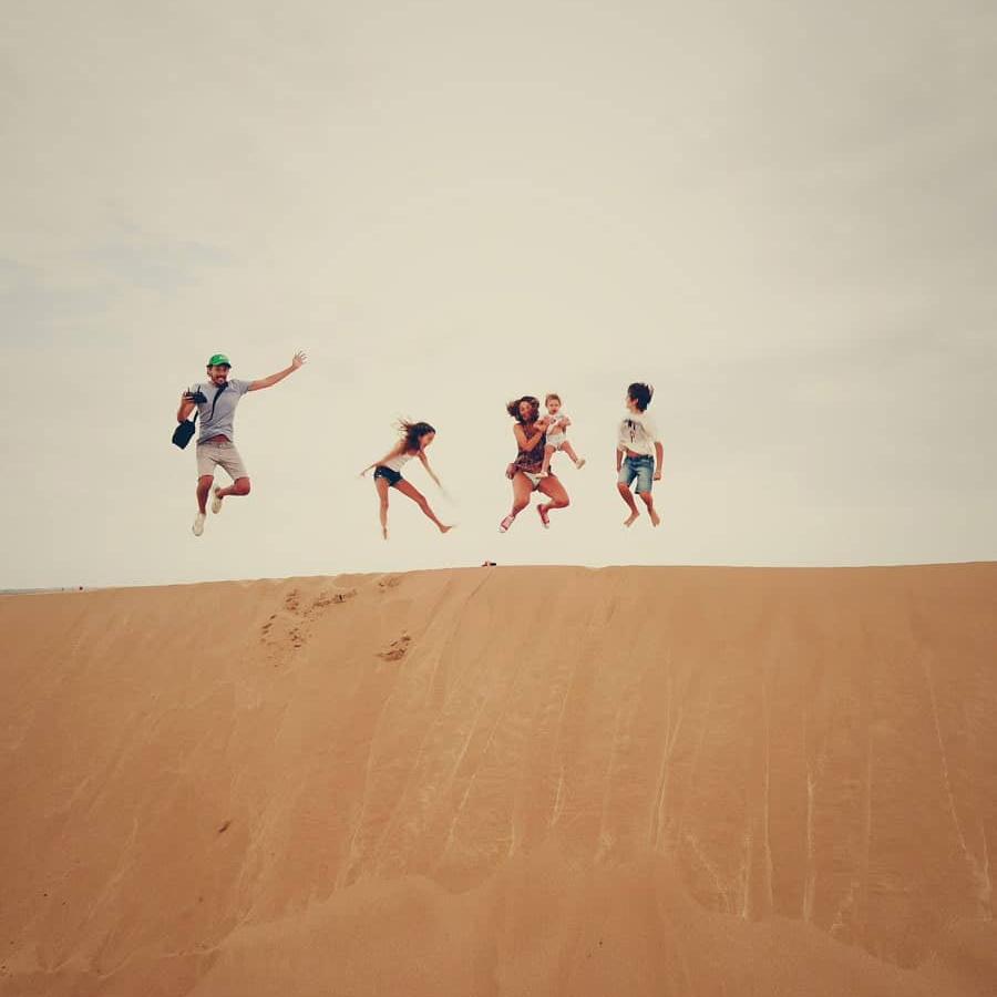 Family adventure and jumpshot in dessert-min
